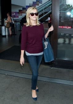 Reese Witherspoon Photos - Reese Witherspoon is all smiles as she arrives at LAX (Los Angeles International Airport). - Reese Witherspoon Arrives in LA Preppy Mode, Preppy Style, Denim Fashion, Star Fashion, Women's Fashion, Reese Witherspoon Style, Mommy Style, Casual Looks, Smart Casual