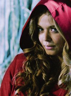 Alison as redcoats. I hate they made her alive. Just me? Ok thought so.