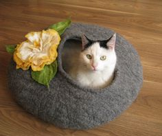 Grey bed with flower- cat bed, cat house, cat cave felted, pet bed, grey house, wool cat house, bed felted