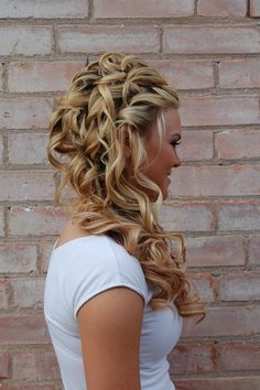 Since I am practically the girl in 27 dresses.....In the next wedding that I am in I'm wearing my hair like this! Love it!