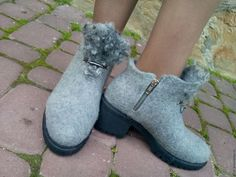 Felt Boots, Wool Shoes, Clog Boots, Felted Slippers, How To Make Shoes, Clogs, Fashion Shoes, Footwear, Leather