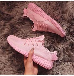 Adidas Women Shoes - Fashion Adidas Yeezy Boost Solid color Leisure Sports shoes Pink - We reveal the news in sneakers for spring summer 2017 Moda Sneakers, Sneakers Mode, Sneakers Fashion, Fashion Shoes, Adidas Fashion, Sneakers Style, Brown Sneakers, Pink Sneakers, Fashion Outfits