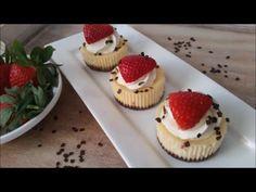 Met mijn basisrecept voor cheesecakejes kun je alle kanten op. Ik maakte ze al met aardbeien en slagroom, met frambozenswirl , met oreo...