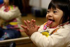 Sindrome de Down y desarrollo del lenguaje ejercicios en casa Down Syndrome, Cool Kids, Psychology, School, Face, Wonderland, Smile, Future, Inclusive Education