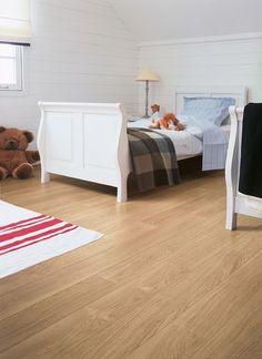 QuickStep PERSPECTIVE White Varnished Oak Planks 2v-groove Laminate Flooring 9.5…