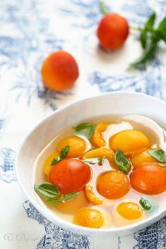 Un dejeuner de soleil: Abricots au sirop de basilic