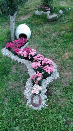 Simple, easy and cheap DIY garden landscaping ideas for front yards and backyards. Many landscaping ideas with rocks for small areas, ideas diy garden 52 Fresh Front Yard and Backyard Landscaping Ideas for 2019 Garden Yard Ideas, Diy Garden, Spring Garden, Garden Projects, Garden Art, Backyard Ideas, Diy Projects, Front Yard Ideas, Simple Garden Ideas