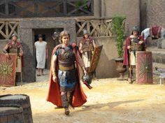 O episódio retrata a emocionante relação de amor e fé entre o centurião romano Fídeas (João Vitti) e seu servo Rafael (Gustavo Leão)  #MilagresDeJesus | TV Record