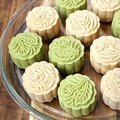 Chinese Celebrations, What Motivates Me, Moon Cake, Holiday Recipes, Kitchen Corner, Sweets, Traditional, Cookies, Desserts