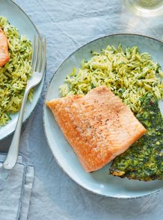 Need a quick and easy dinner idea? This pan-fried trout recipe with herbed rice is perfect any day of the week! Need a quick and easy dinner idea? This pan-fried trout recipe with herbed rice is perfect any day of the week! Fish And Chips, Pan Fry Trout Recipe, Kuku Sabzi, Pan Fried Trout, Herbed Rice, Ricardo Recipe, Trout Recipes, Black Beans And Rice, Valeur Nutritive