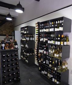 Arredamento #design per #enoteca con porta #bottiglie #vino in acciaio Esigo 2 Box - Modern #wine shop #furniture with Esigo 2 Box steel wine rack