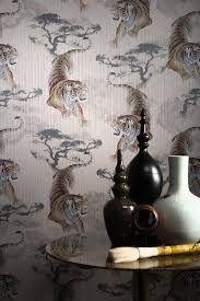 Hiroki Wallpaper by Carlucci di Chivasso Glitter Wallpaper, Fabric Wallpaper, Cool Wallpaper, Asian Interior, Luxury Interior, Interior Design Resources, Interior Design Inspiration, Rice Bed, Wallpaper Online