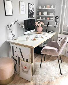 Prontos pra mais um dia de trabalho?! A gente tá aqui desejando esse office da @easyinterieur coisa mais linda! {pic via @easyinterieur} . . #cdaescritorios #bomdia #letswork #homeoffice #office #blogcasadasamigas