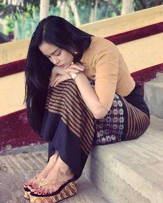 Myanmar Fashion Style Dresses 2018 2019 - Nails C Asian Fashion, Girl Fashion, Fashion Dresses, Beautiful Girl Image, Beautiful Asian Women, Beauty Full Girl, Beauty Women, Myanmar Dress Design, Burmese Girls