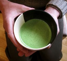 How to Whisk Matcha Tea: Maybe I can avoid those little green lumps that get stuck around the sides. #Matcha_Tea #Whisk