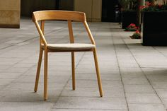 michael young presents yi chair for EOQ at maison & objet