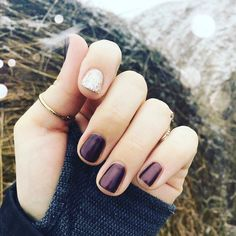 Love this look by @kolbajams the use of the dark #auberginejn is simple yet #elegant with a #sparkle #accentnail I love it :)