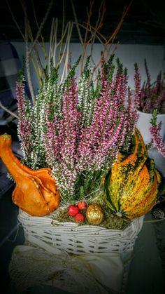Jesenne dekoracie Grave Decorations, Autumn, Fall, Flower Art, Plants, Diy, Painting, Gardens, Fall Winter