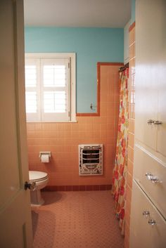 1000 images about what to do about our peach tiled for Peach tile bathroom ideas