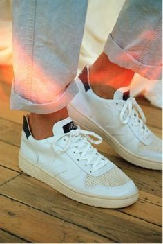 Sneakers femme veja Ideas for 2019 Veja Sneakers, Sneakers Mode, White Sneakers, Sneakers Fashion, Shoes Sneakers, Shoes Men, Sneaker Outfits, Zapatillas Casual, Minimalist Shoes