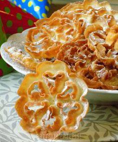 rozetki - ciasteczka smażone w głębokim tłuszczu