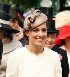 Retrouvez tous nos conseils sur comment choisir votre chapeau pour un mariage estival http://www.chapeauxetcasquettes.fr/