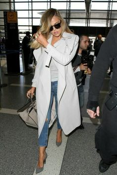 There is 0 tip to buy this coat: khloe kardashian. Help by posting a tip if you know where to get one of these clothes. Khloe Kardashian Workout, Khloe Kardashian Outfits, Koko Kardashian, Kardashian Fashion, Kardashian Jenner, Casual Outfits, Fashion Outfits, Women's Fashion, Facon