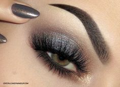 Silver smokey eye with a pop of gold – makeup look with Urban Decay Naked Smoky Silver smokey eye with a pop of gold – makeup look with Urban Decay Naked Smoky - Das schönste Make-up Maquillaje Smokey Eyes, Smoky Eyeshadow, Grey Eyeshadow, Smoky Eye Makeup, Smokey Eye Makeup Tutorial, Eye Makeup Tips, Eyeshadow Makeup, Eyeliner, Eyeshadow Palette