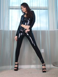 Latex Girls, Sexy Latex, Skin Tight, White Girls, Leather Pants, Girls Dresses, Model, How To Wear, Clothes