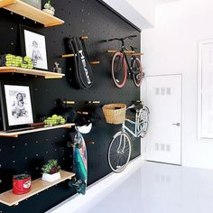 9 Expert Tips For Creating A Clutter-Free Home Opt for vertical storage. Opt for vertical storage. Photographer: Daniel Hennessy Opt for vertical storage. Bike Storage Apartment, Gym Room At Home, Clutter Free Home, Garage Makeover, Garage Renovation, Garage Remodel, Garage Organization, Organizing Tips, Organized Garage