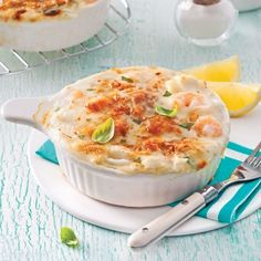 Gratin de fruits de mer au gruyère - 5 ingredients 15 minutes - Expolore the best and the special ideas about Wine time Batch Cooking, Cooking Time, Best Seafood Recipes, Shrimp Recipes, Fish Recipes, Recipies, Dessert Drinks, Dessert Recipes, Gratin