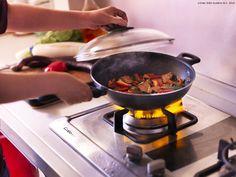 Mâncarea este gata mult mai repede atunci când gătești la wok.