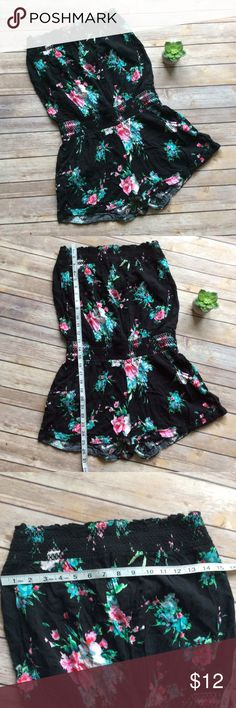 Rue 21 Strapless Romper size Large Like new stretchy and comfy fit Strapless Romper. Perfect for your summer closet! Rue 21 Pants Jumpsuits & Rompers
