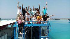 """Tenemos """"mono"""" de buceo tras la feria #MadridAzul, así que no hay mejor remedio que darle al cuerpo lo que pide, ¡más buceo!  Aquí tenemos a parte nuestro equipo con una pareja de nuestra gran familia de nómadas y los compañeros de #MantaDivers a punto de salir a una nueva inmersión. ¿Te apuntas a la próxima? ¡Maldivas te espera! 😎😎  Thanks for the pic Shahute!! 😄😄  #NomadsMaldives #Wanderlust #Maldivas #Paraíso #Buceo #Guraidhoo"""