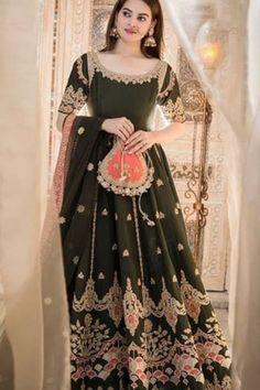Punjabi Suit Boutique, Punjabi Suits Designer Boutique, Pakistani Designer Suits, Boutique Suits, Beautiful Pakistani Dresses, Pakistani Formal Dresses, Pakistani Wedding Outfits, Bridal Outfits, Embroidery Designs