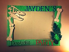 Dinosaur party themed picture frame prop. #dinosaurparty #pictureprops #dino-tastic