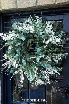 I have had an artificial Christmas wreath for far too long and I've been wanting a fresh Christmas wreath for years. I am so happy I found this post and now I know exactly what wreath I am going to get! Christmas Wreaths For Windows, Artificial Christmas Wreaths, Christmas Decorations For The Home, Diy Christmas, Holiday, Happiness, Decor Ideas, Fresh, Drawing