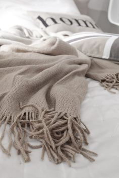 Warm & Cozy bedding in shades of greys, blacks and taupes #FADSWinterWarmer #Winter