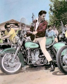 ELVIS PRESLEY. Oh how I would have loved riding along with him... Holding onto his 6 pack ...!!!! ; )