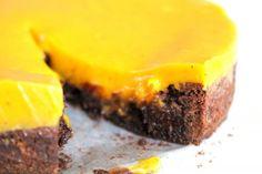 Kladdkaka med saffran och vit chokladfudge – Niiinis Kitchenlife Fika, Vegan Cake, Dessert Recipes, Desserts, Something Sweet, Christmas Baking, Fudge, Bakery, Cheesecake