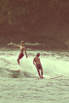 Surfing holidays is a surfing vlog with instructional surf videos, fails and big waves Surf Vintage, Retro Surf, Vintage Vibes, Surfer Boys, Surfer Dude, Foto Art, Longboarding, Surf Style, Kitesurfing
