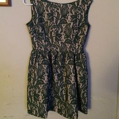 Size medium Zara dress Size medium Zara dress. Zip up side. Measures  31 inches from top to bottom. Zara Dresses Midi