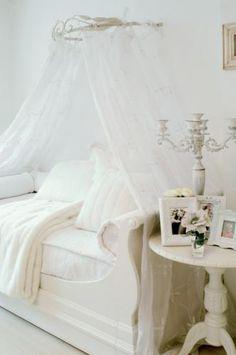 Bed couch with klamboe Girl Room, Girls Bedroom, Bedroom Decor, White Bedroom, Bedroom Ideas, White Girls Rooms, Bed Crown, Fantasy Bedroom, Princess Room