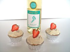Brooke Bakes : Moscato Cupcakes - I would make a sugar syrup to enhance the wine flavor - Drunken Cupcakes, Alcoholic Cupcakes, Alcoholic Desserts, Köstliche Desserts, Yummy Cupcakes, Delicious Desserts, Wine Cupcakes, Fancy Desserts, Yummy Drinks