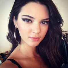 Love the intense black shadow kept only on the upper lid of Kendall Jenner
