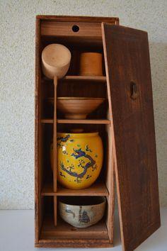 Tea ceremony box with two tea bowls mizusashi by StyledinJapan