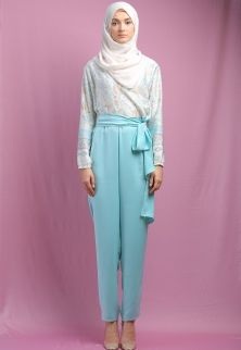 Ria Miranda - Shop - Brands - Ria Miranda - Dresses Modest Fashion, Hijab Fashion, Shop Brands, Hijabs, Harem Pants, Gowns, Trends, My Style, Outfits
