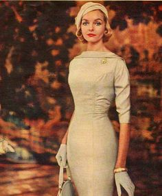 I love the details on this dress: the collar, the ruche, the seams, the sleeve length. Vintage 1950's style