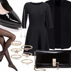 Outfit elegante per la sera. Abitino nero semplice e versatile abbinato a sexy collant a pois, pochette e decolleté in vernice nera , lunghi pendenti con perlina e piccoli anelli come accessorio. Non dimenticate il cappotto perchè il freddo è alle porte!