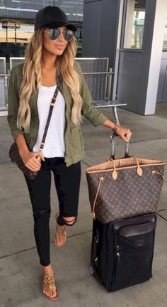 Simple and casual airplane outfits (27)